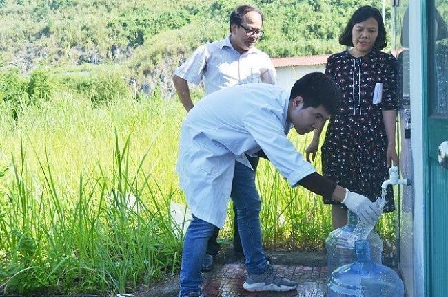 Hướng dẫn cách lấy mẫu nước xét nghiệm