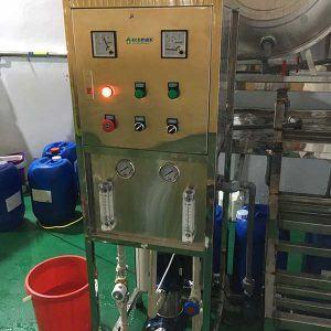 dây chuyền lọc nước RO 300lít giá rẻ
